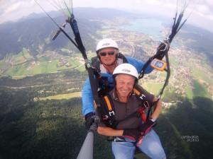 In 2.500m mit dem Tandemgleitschirm über dem Tegernsee am Wallberg.