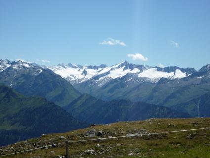 Blick auf die Hohen Tauern von der Bergstation der Wildkogelbahn.
