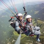 Mit dem Gleitschirm hoch über den bayerischen Alpen.